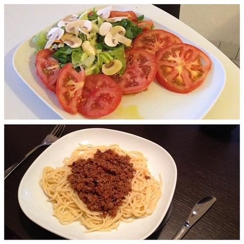 En #Berlín, cenando como en casa. #ensalada #pastas #comidacasera