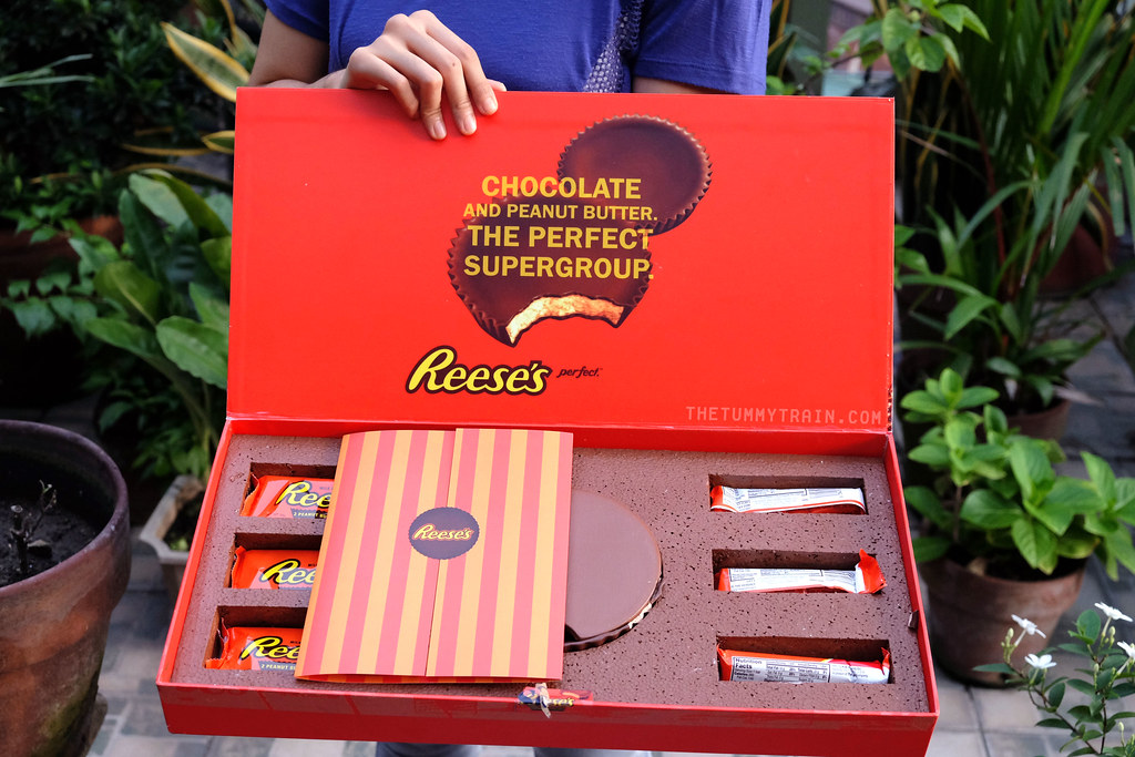 14763436496 147ecafa87 b - Treats from Reese's and cookies that remind of them