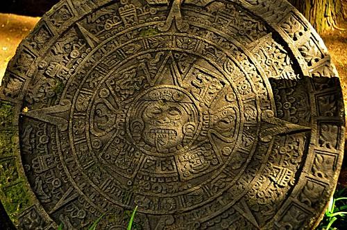 PIEDRA DEL SOL O CALENDARIO AZTECA
