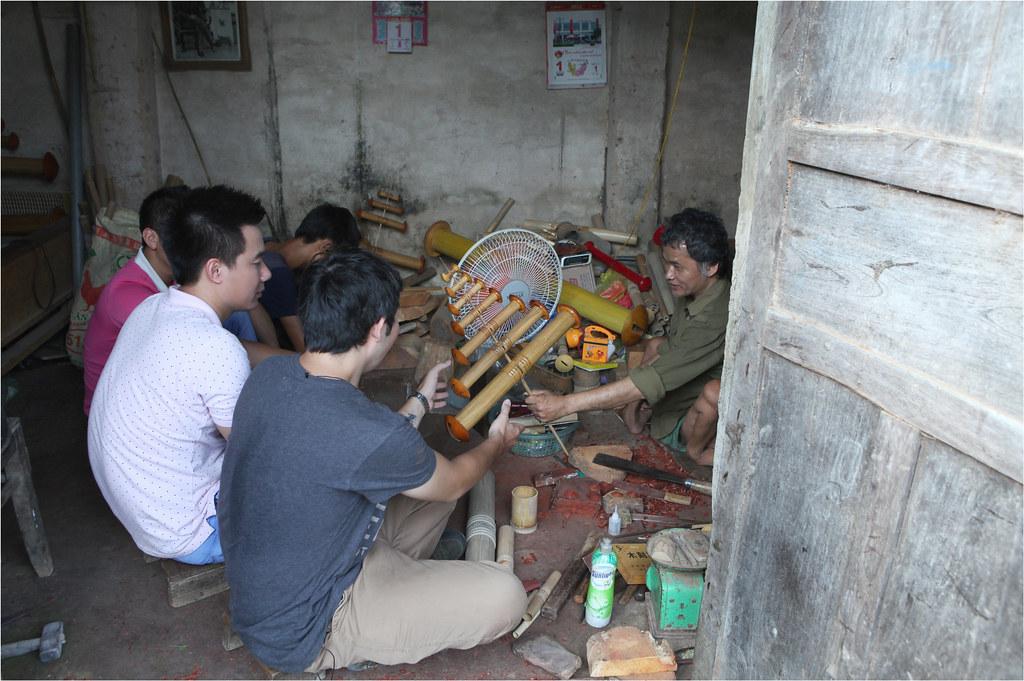 Lê Việt Anh nhận bộ sáo 7 từ chú Đỗ Đăng Hải