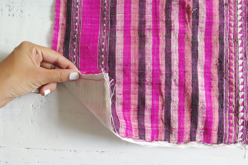 Create simple cushions without a zip www.apairandasparediy.com