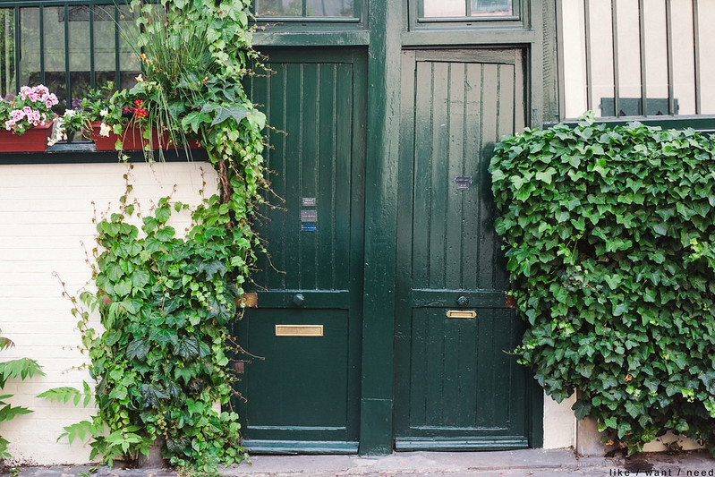 Crooked doors, Montmartre