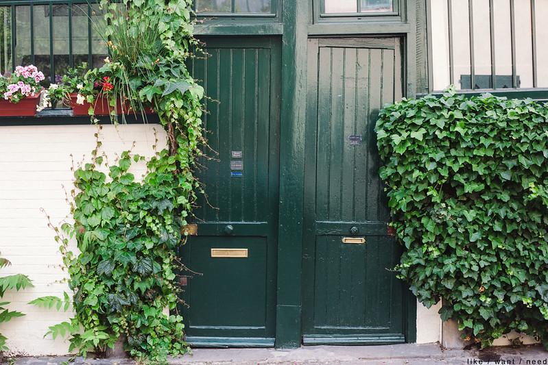 Crooked doors, Montmartre