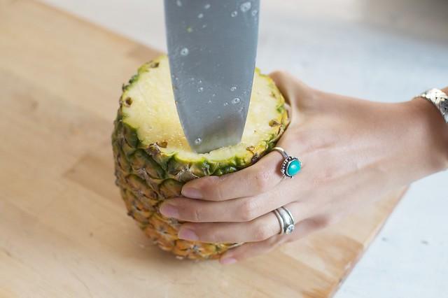 Make a quick pineapple vase