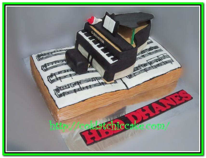 Kue ulang tahun piano