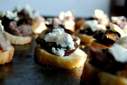 JDF - Baby Bella & Sausage Crostini with Bleu Cheese-001