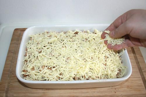 39 - Mit Käse bestreuen / Dredge with cheese