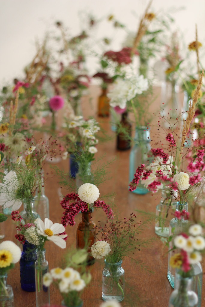 Tiny Wedding Flower Arrangements. Photo via Kelley // TheCityandUs.com
