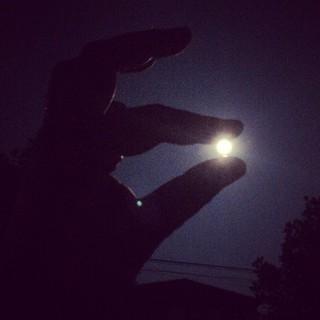 今日は地球への最接近と満月が重なったため、少しつまみやすい(笑) #スーパームーン #moon