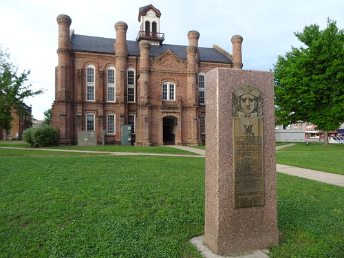 chfstew texas txshelbycounty nationalregisterofhistoricplaces nrhpsouth courthouse monumentstatue