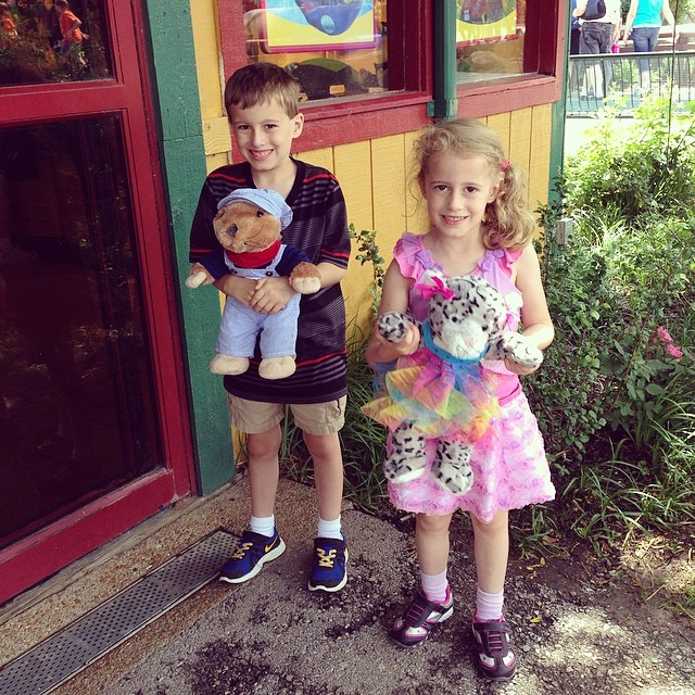 Since both kids did SO well in school, I rewarded them with Build a Bear at the zoo!! Nathan got a prairie dog and Autumn a snow leopard. They love their stuffies!! ❤️ #latergram