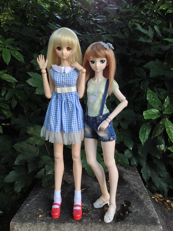 Alice & Yaya out in the park
