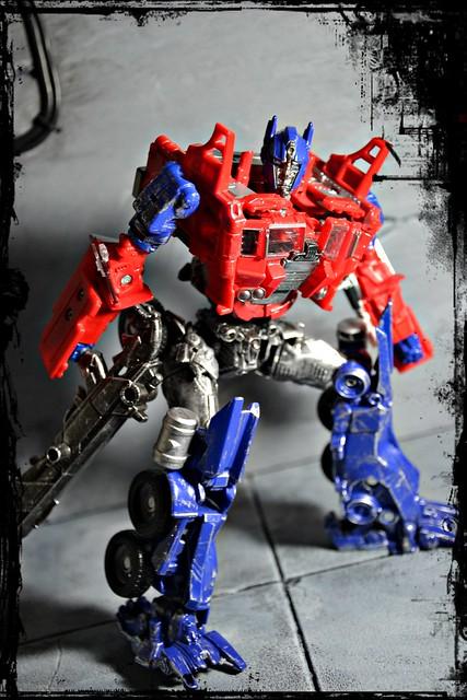 Evasion Mode Optimus Prime - Transformers: Age of Extinction