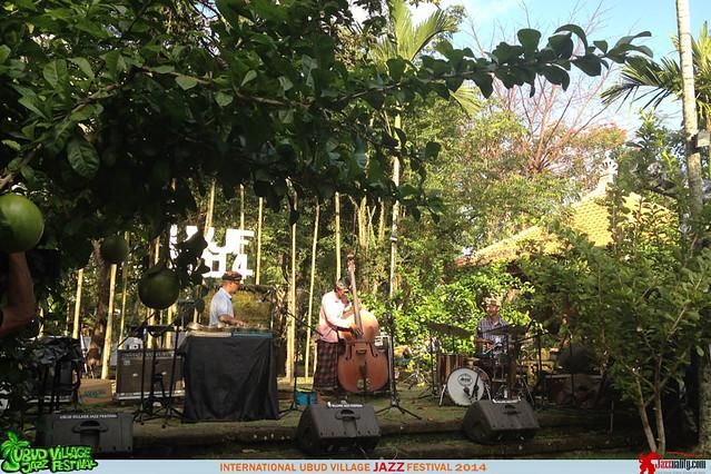 Ubud Village Jazz Festival 2014 - Gustu Brahmanta Trio (3)