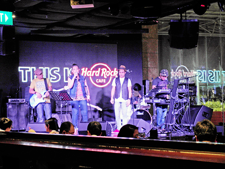 hard rock cafe res live band