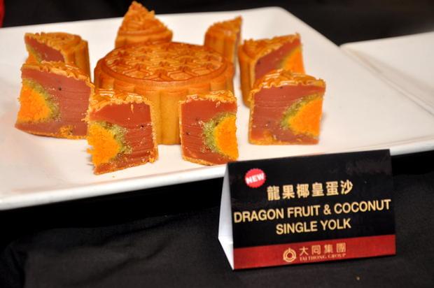 Tai Thong Mooncake 5 Dragon Fruit and Coconut Single Yok