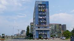 Batumi. Nowe bydynki kontrastuja z blokowiskami z czasów ZSRR.