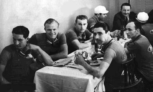 La Legnano a tavola (tra gli altri Bartali e Gios)