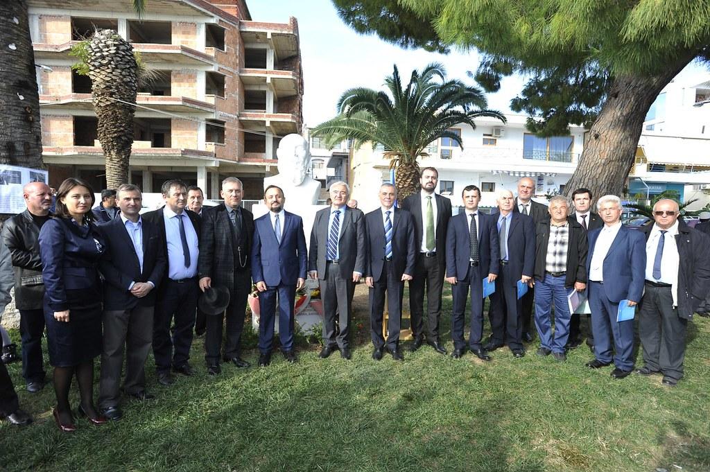 La Sarandë, în Albania s-a dezvelit bustul marelui istoric și politician român Nicolae Iorga (1)