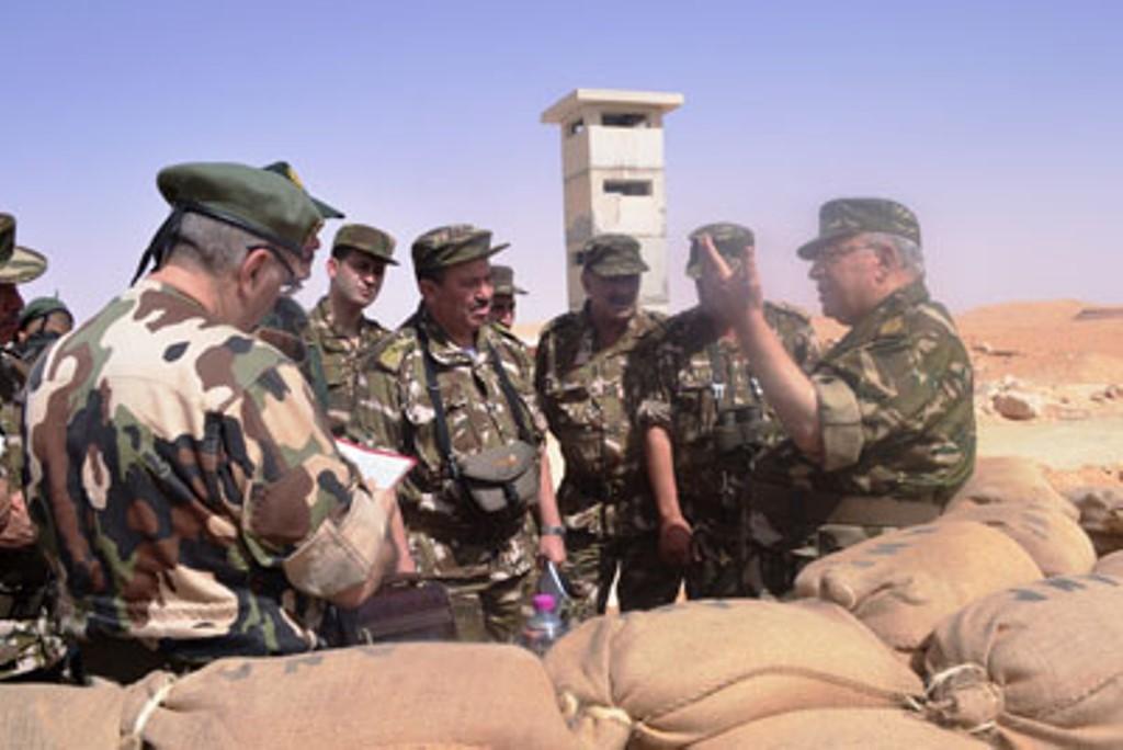 الجزائر : صلاحيات نائب وزير الدفاع الوطني - صفحة 4 30739957276_69f34ddcaf_o