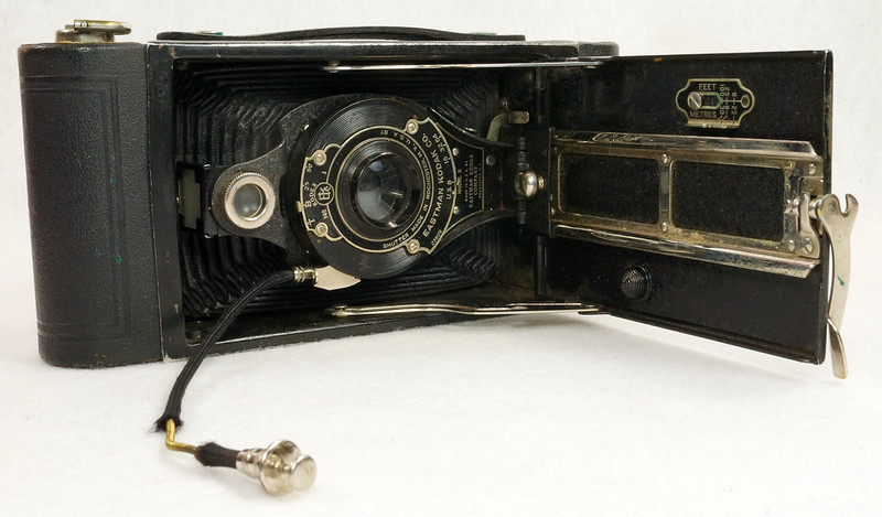 RD14615 Vintage Kodak Hawkeye No 2A Model B Folding Cartridge Camera with Leather Carry Case DSC06531