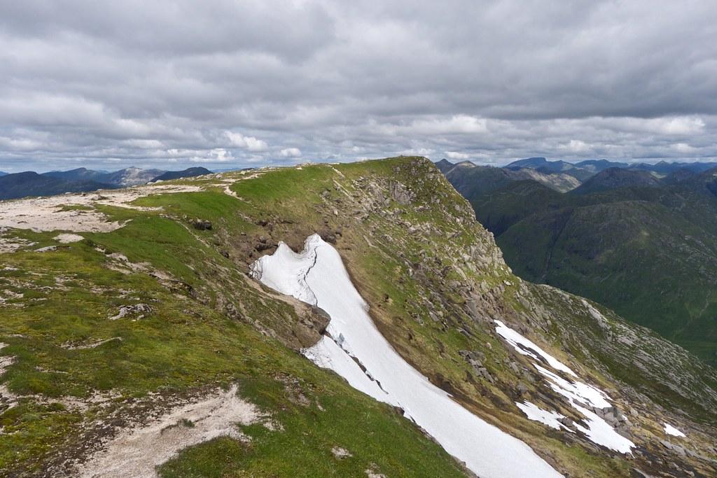 Minor western top of Stob Coir'an Albannaich