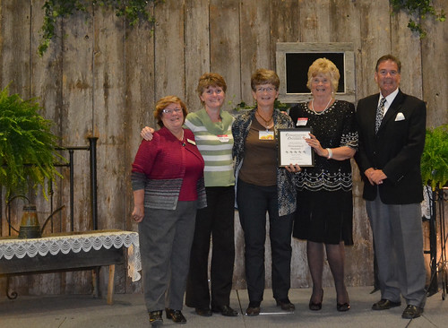 BB 5 Blooms Award-Lynda Rotteau, Nellie Evans, Carol Steckle, Kay Wise and Jim Fergusson