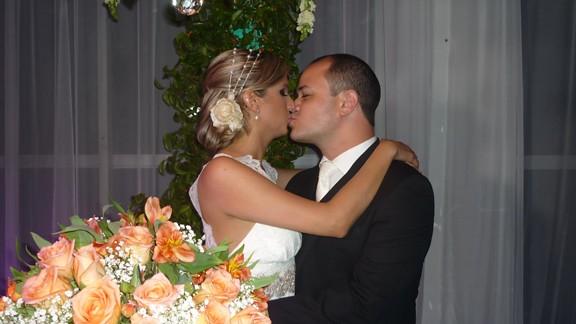 Os noivos Olívia Pinheiro e Leonardo Alves