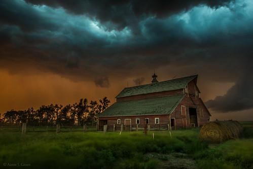 sunset summer sky storm barn southdakota thunderstorm tornado severe funnelcloud takeshelter