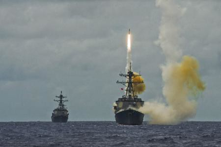 Combined carrier strike group destroyers, cruisers focus efforts during Valiant Shield 2014 MISSILEX