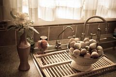 Fresh figs at the kitchen sink
