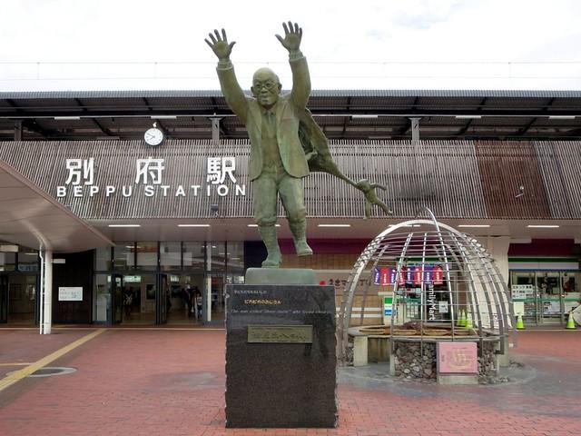 Statue of Kumahachi Aburaya