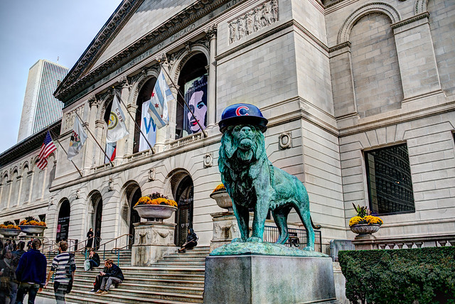 Art Institute of Chicago lion wearing Cubs hat for 2016 World Series (#3)