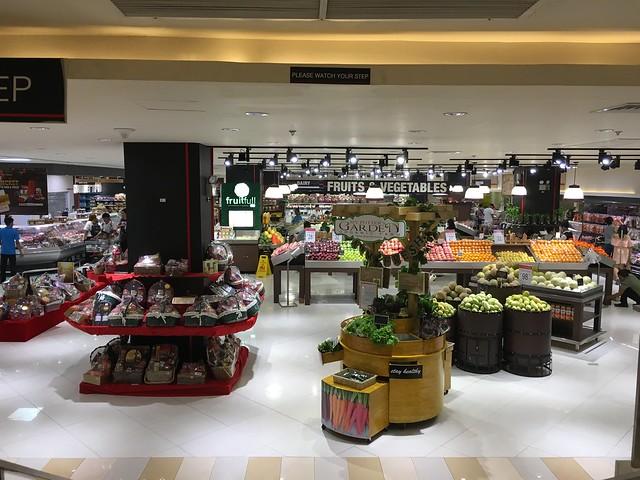 アヤラモール地下の高級スーパー。日本で言うところのクイーンズ伊勢丹。