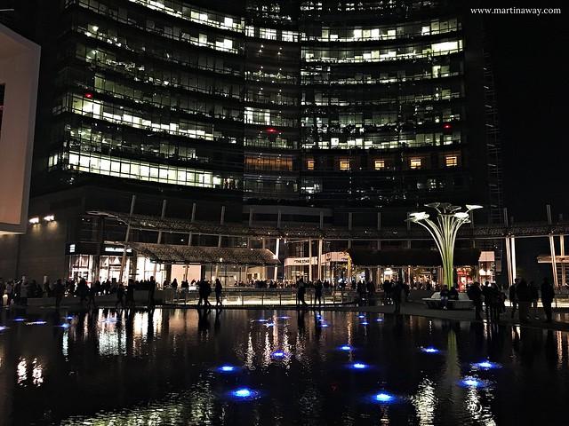 Piazza Gae Aulenti di notte