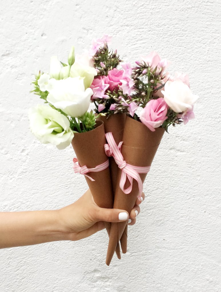 Make a floral cone www.apairandasparediy.com