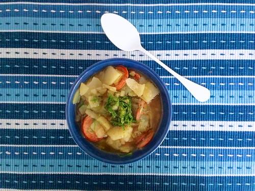 Sopa de Batata com Calabresa, Cachaça e Couve - Dadivosa