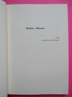 Romanzi, collana di Tunué edizioni. Progetto grafico di Tomomot; impaginazione di TunuéLab. Pagina dell'esergo: a pag. 7 [Barison] (part.), 1