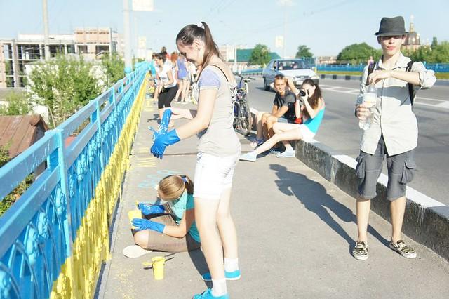 «Міст єднання» дофарбували