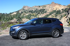 automobile(1.0), automotive exterior(1.0), sport utility vehicle(1.0), hyundai(1.0), wheel(1.0), vehicle(1.0), hyundai santa fe(1.0), compact sport utility vehicle(1.0), hyundai tucson(1.0), crossover suv(1.0), ford escape(1.0), bumper(1.0), land vehicle(1.0),