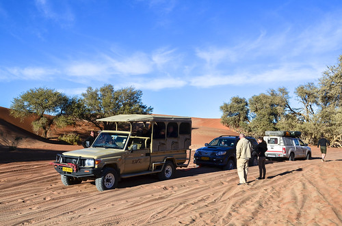 Cars stuck in the sand on the last 5 km to Sossusvlei