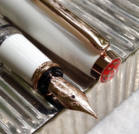 The New Twsbi Diamond Mini White Rosegold Fountain Pen