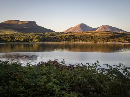 sunset scotland isleofskye innerhebrides unitedkingdom loch lochslapin kilmarie strathairdpeninsula