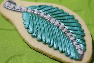 Emerald and diamond leaf pendant biscuit