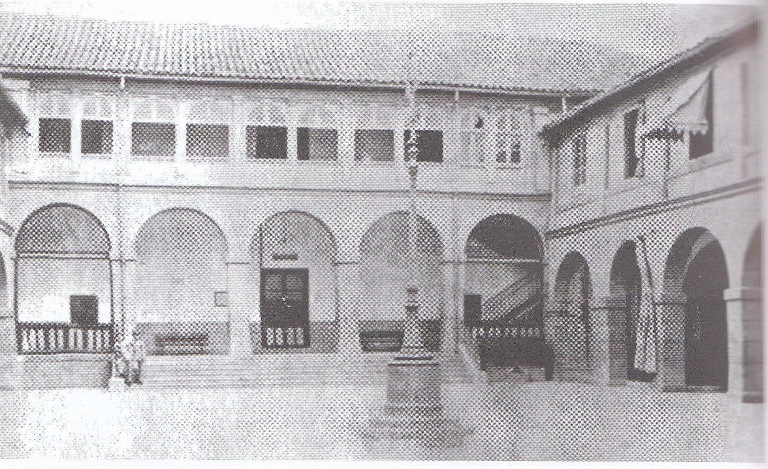 Colegio de Huérfanos de la indantería de María Cristina antes de 1906 en el antiguo Hospital de San Lázaro