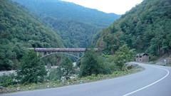 Most w górach Adjara, nad rzeka Achariststkali.