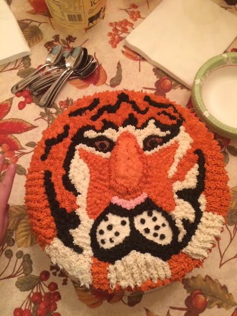 Tiger Cake by Golden Trader of Tiff'scakedecs