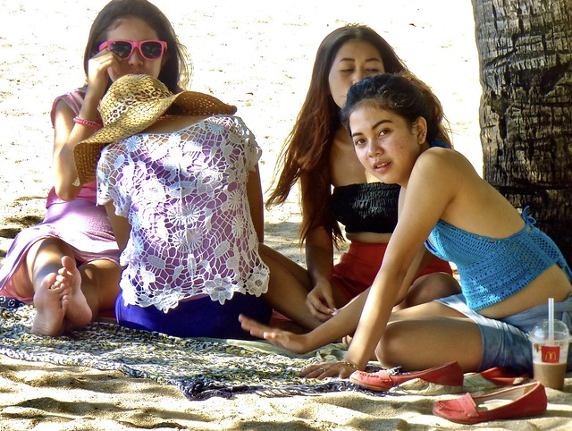 Jonge filmsterren op het strand van Kuta ..