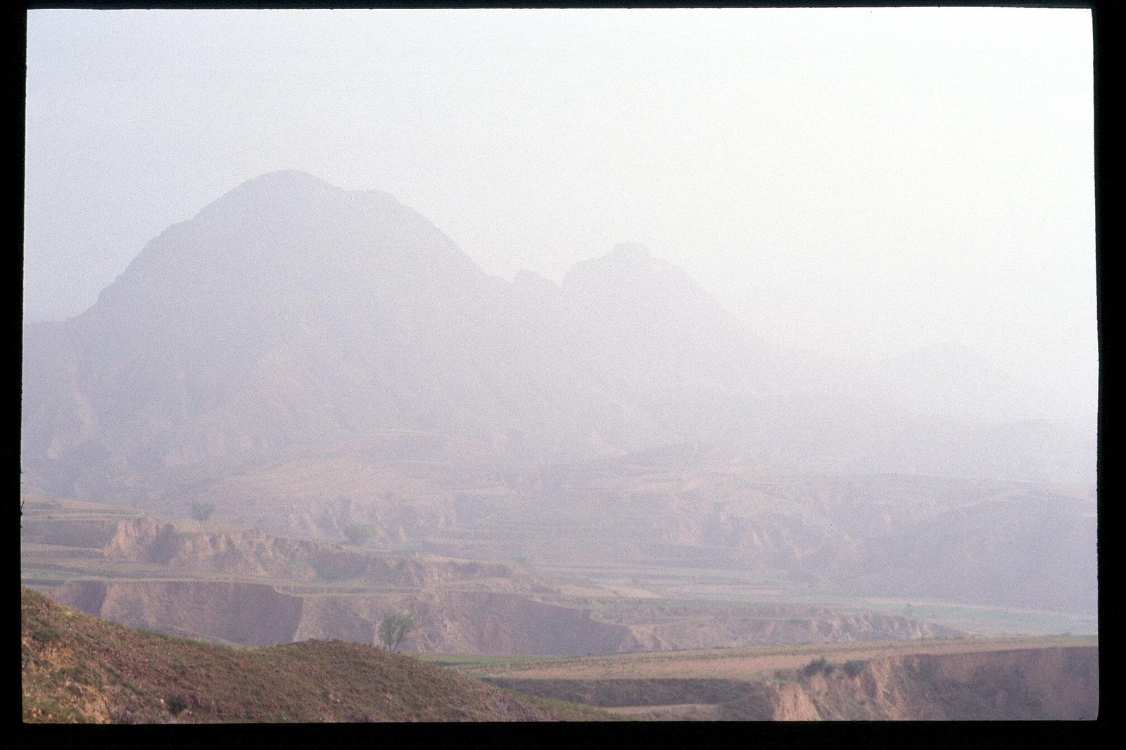 La Chine à vélo - de Pékin à Urumqi - Sommets embrumés