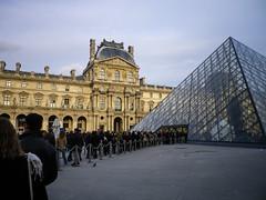 Entrance to Musée du Louvre